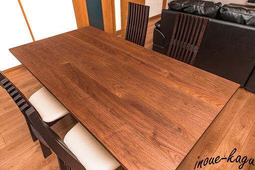 ご自慢のテーブルでお茶を.jpg