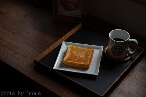 今朝の静かな朝食.jpg