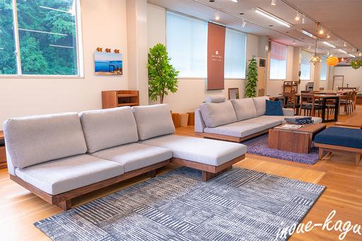 最高のソファが並びいい眺め.jpg